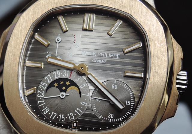 パテックフィリップ PATEKPHILIPPE ノーチラス 5712GR-001 ピンクゴールド ホワイトゴールド 自動巻 パワーリザーブ デイト ムーンフェイズ 43.0mm ベルト・尾錠純正 箱・説明書・オーナー登録書 IT5818-1